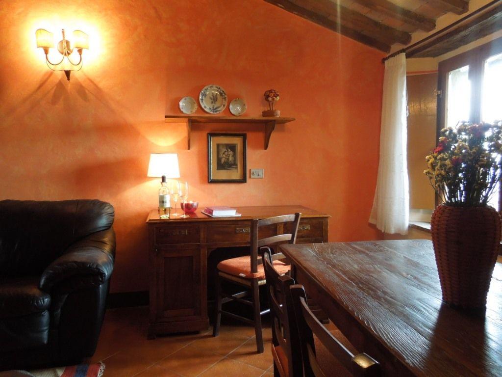 Fattoria del Colle -San Clemente apartment in Villa Cenerentola: living room