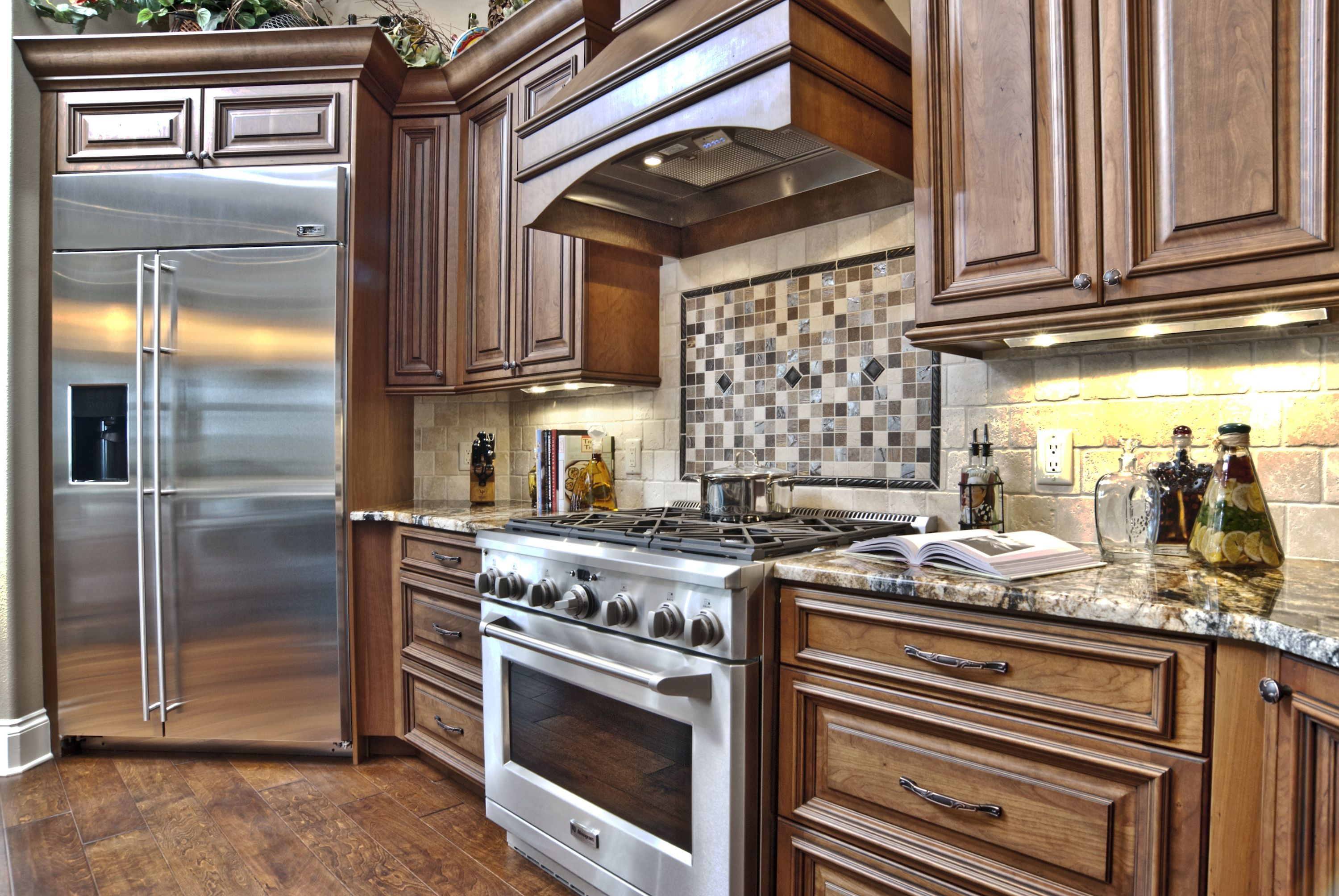 Christopher Burton Luxury Homes Www Burtonhomes Com Our Custom Homes Are Built On The Space Coast In Brevard County Fl In Th Kitchen Home Traditional Kitchen