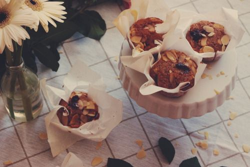 muffins with almonds and raspberry jam | http://tmblr.co/Zk4jHs1d1rWqa