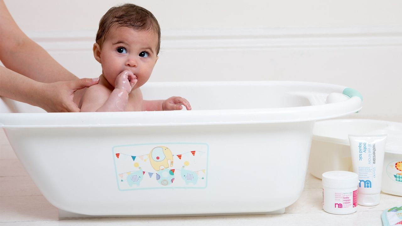 How to bathe your newborn baby by mothercare baby care tips