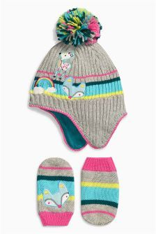 2141942208b Badge Trapper And Mittens Set (Younger Girls)