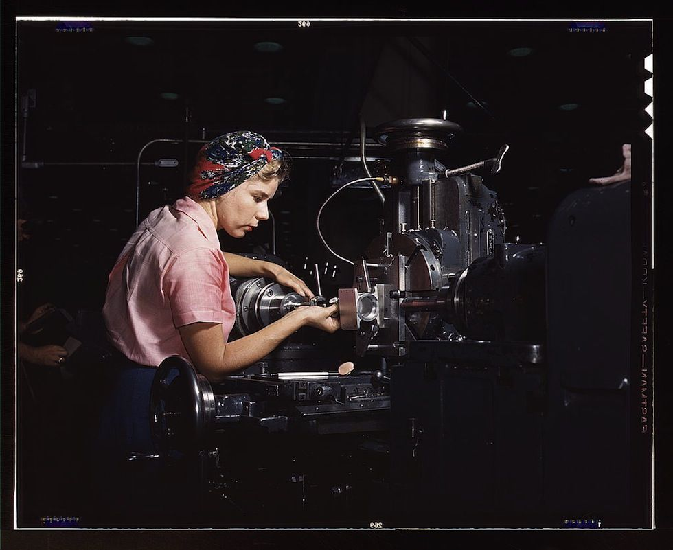 Le operaie americane della Seconda guerra mondiale | 20 Amazing Colorful Pictures of #Women Workers During #WWII | #donne 2179136737_585e16fb51_o