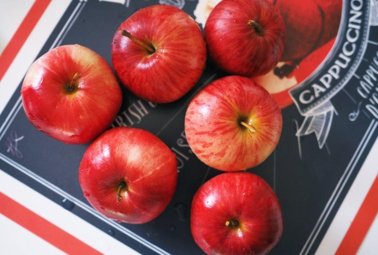 Aivan käsittämättömän hyvä omenapiirakka. Kokeile vaikka. Pohja: 4 kananmunaa…