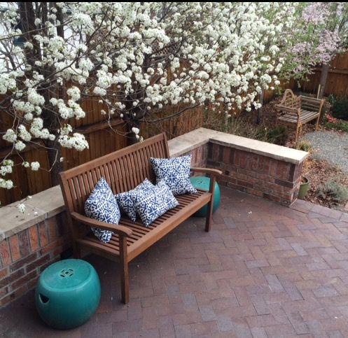 Awe Inspiring Brick Patio With Teak Bench Blue White Pillows And Spiritservingveterans Wood Chair Design Ideas Spiritservingveteransorg