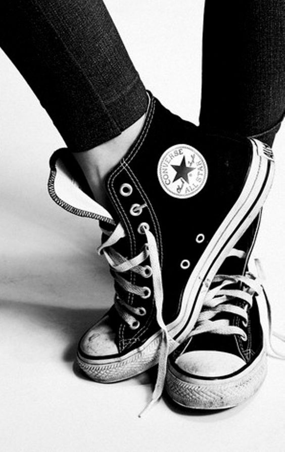 Essential to those all over black looks. #converse #black