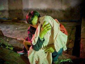 De partir o coração: fotos mostram chineses no momento que entregam os filhos para o governo