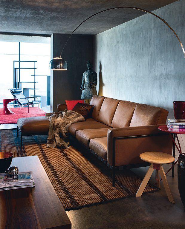 Die graue Wand Wohnen mit Farben Grau und dunkle Hölzer - wohnzimmer braunes sofa