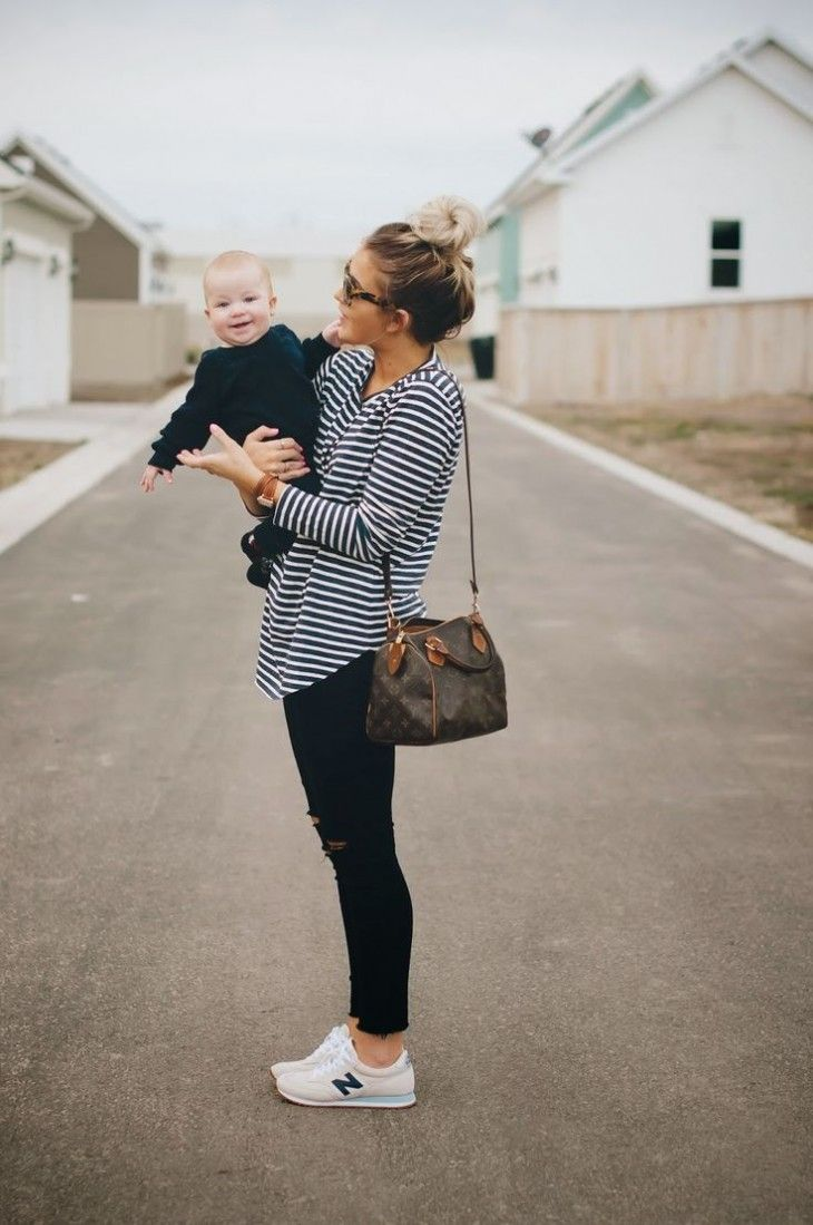 tênis-branco-calça-preta-camiseta-tshirt-listras-looks-mãe-2015 ... 5cd38c2e5adec
