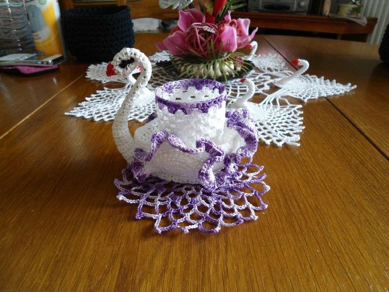 napperon rond mon blog de crochet et aiguilles crochet napperon crochet et nappe crochet. Black Bedroom Furniture Sets. Home Design Ideas
