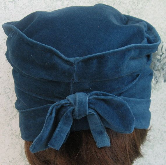 Womens Hat Pattern Flapper Style Cloche With Bow di kalliedesigns