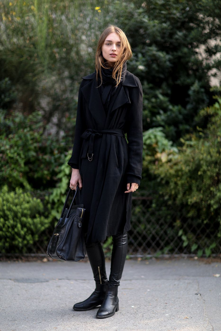 06ee4e6e3a28 Love the whole look. Wool coat with leather leggings and chelsea ...
