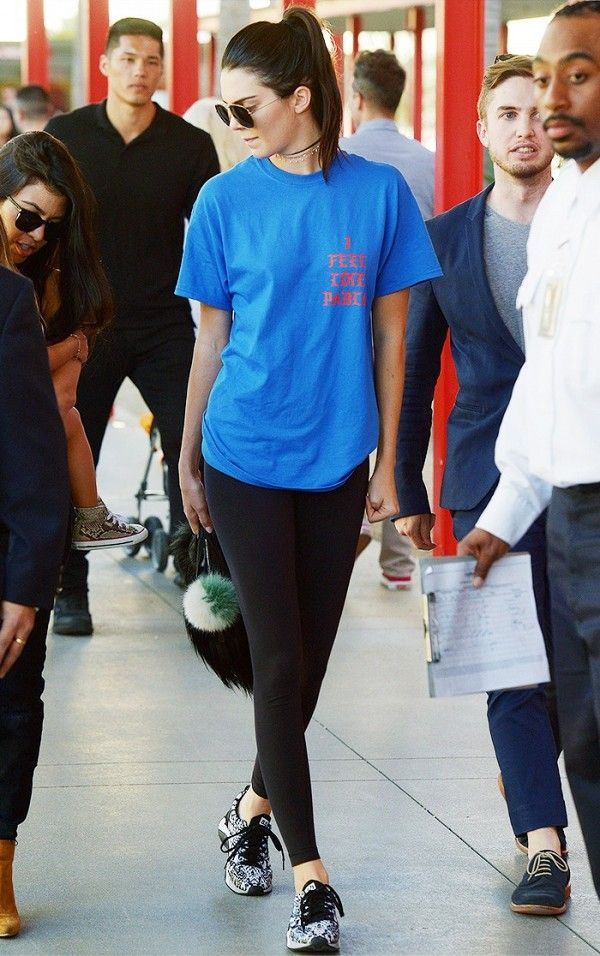 89ba8cca16d Kendall Jenner just knows how to wear an oversized tee like an It girl.