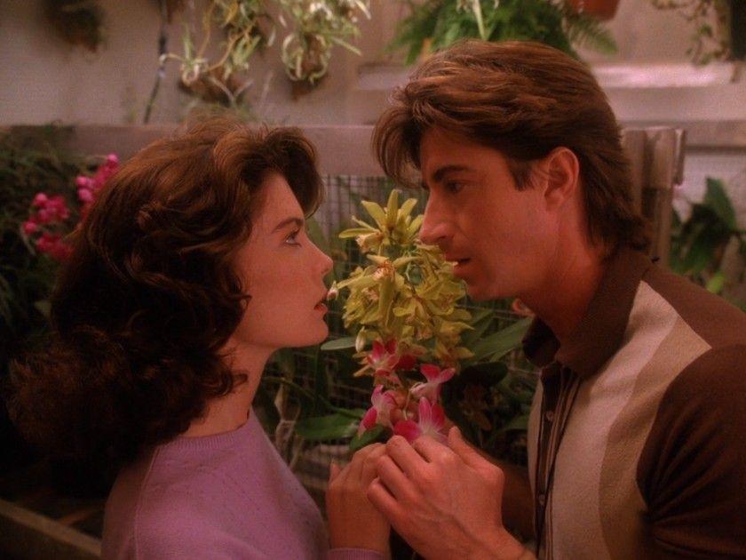 Twin Peaks season 2 #twinpeaks #haroldsmith #donnahayward #bloom #flower #fashion #season #movie #actress #girl #twinpeakslover #series #audreyhorne #laurapalmer #mystery #episode
