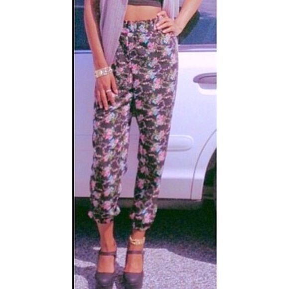 Floral Jogger  Worn once! Looks brand new! Great fit! Really stylish NO TRADES Ambiance Apparel Pants