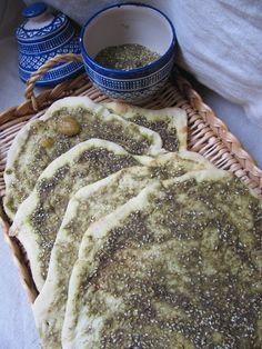 http://cuisinedisca.blogspot.fr/2016/05/pain-libanais-au-zaatar-manaish.html