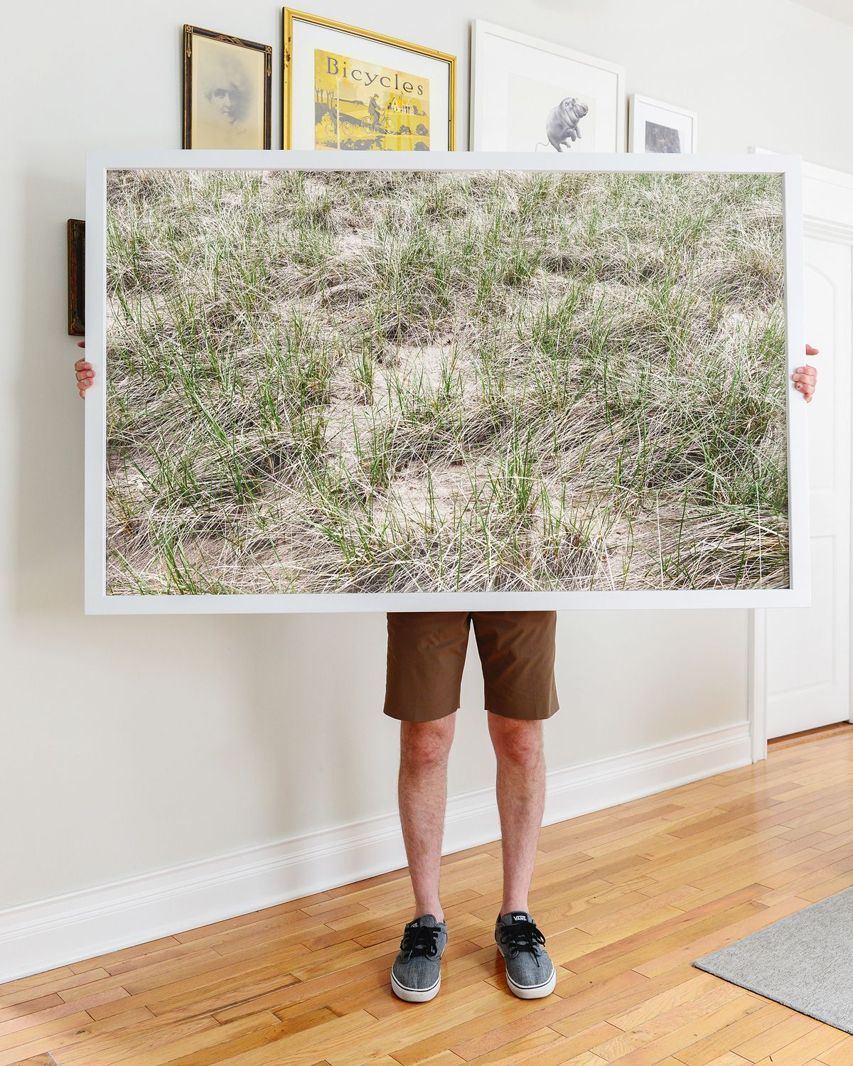 How To Diy An Extra Large Frame And Keep It Lightweight Via Yellow Brick Home Diy Giant Fram Large Framed Art Large Scale Wall Art Large Picture Frames