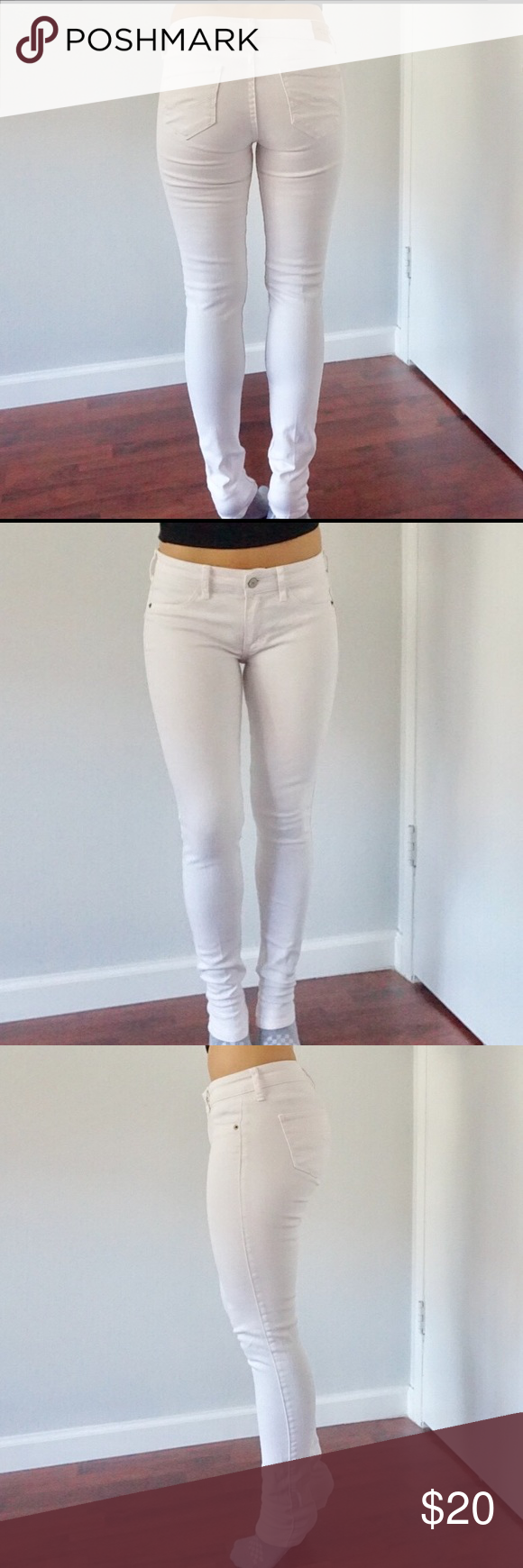Abercrombie white skinny jeans Note: there is a stain on the pant leg (see image) haven't tried bleaching it or fixing it. W 25 L 29 Abercrombie & Fitch Jeans Skinny