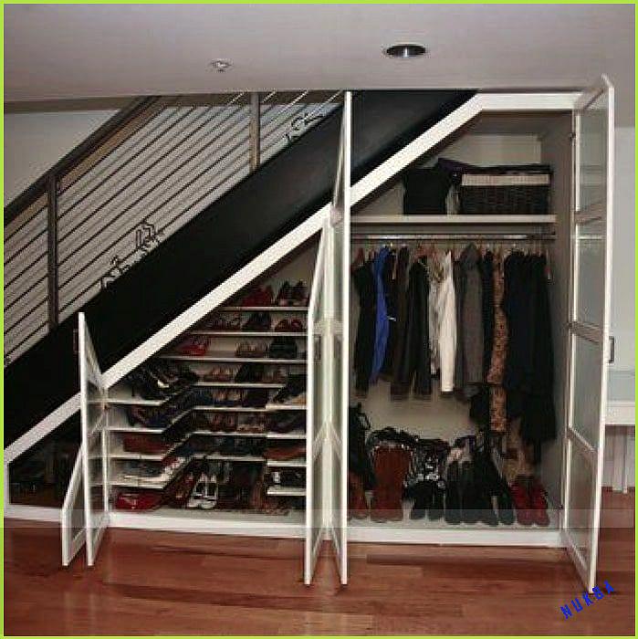 Unser Garderobenraum Direkt Neben Dem Hauseingang Gelegen Beherbergt Dieser Raum 15 Qm Alle Jacken Garderobenraum Garderobe Schuhschrank Garderobe