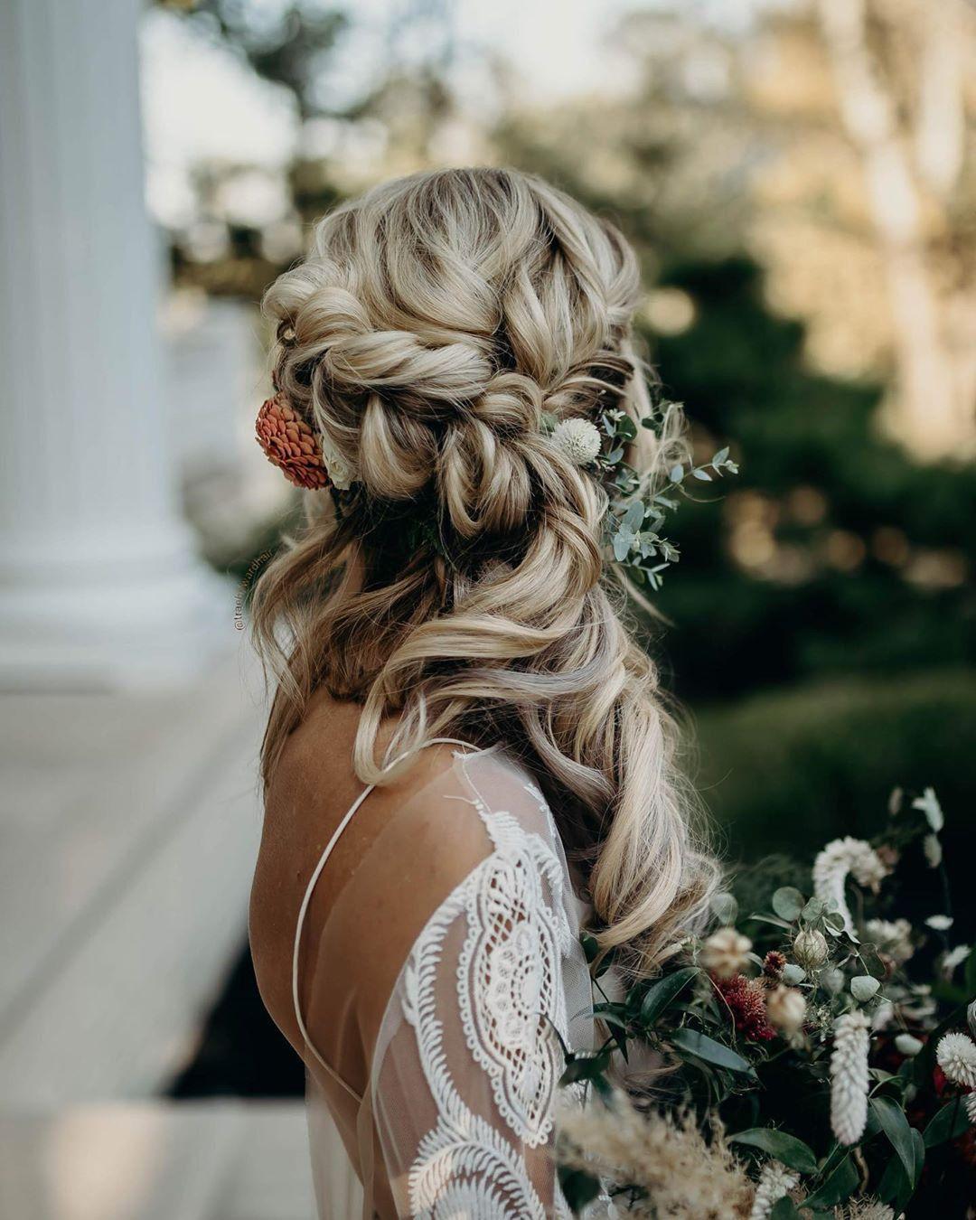 labude brautmode köln - boho bridal hairstyle - half updo