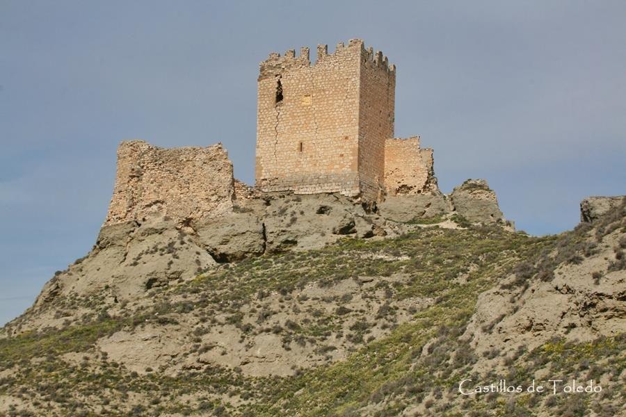 CASTILLO DE OREJA, Ontígola. Ocupó un papel fundamental en la frontera entre los territorios musulmán y cristiano en los siglos XI-XII. Castillo islámico en el s.XI, fue adquirido por Alfonso VI como dote de su esposa Zaida. De nuevo en poder musulmán fue su último baluarte en la frontera del Tajo, rindiéndose a Alfonso VII en 1139 tras seis meses de asedio. Restaurado el castillo fue cedido a la Orden de Santiago y en el s.XV a Gutierre de Cárdenas, alcalde mayor de Toledo.