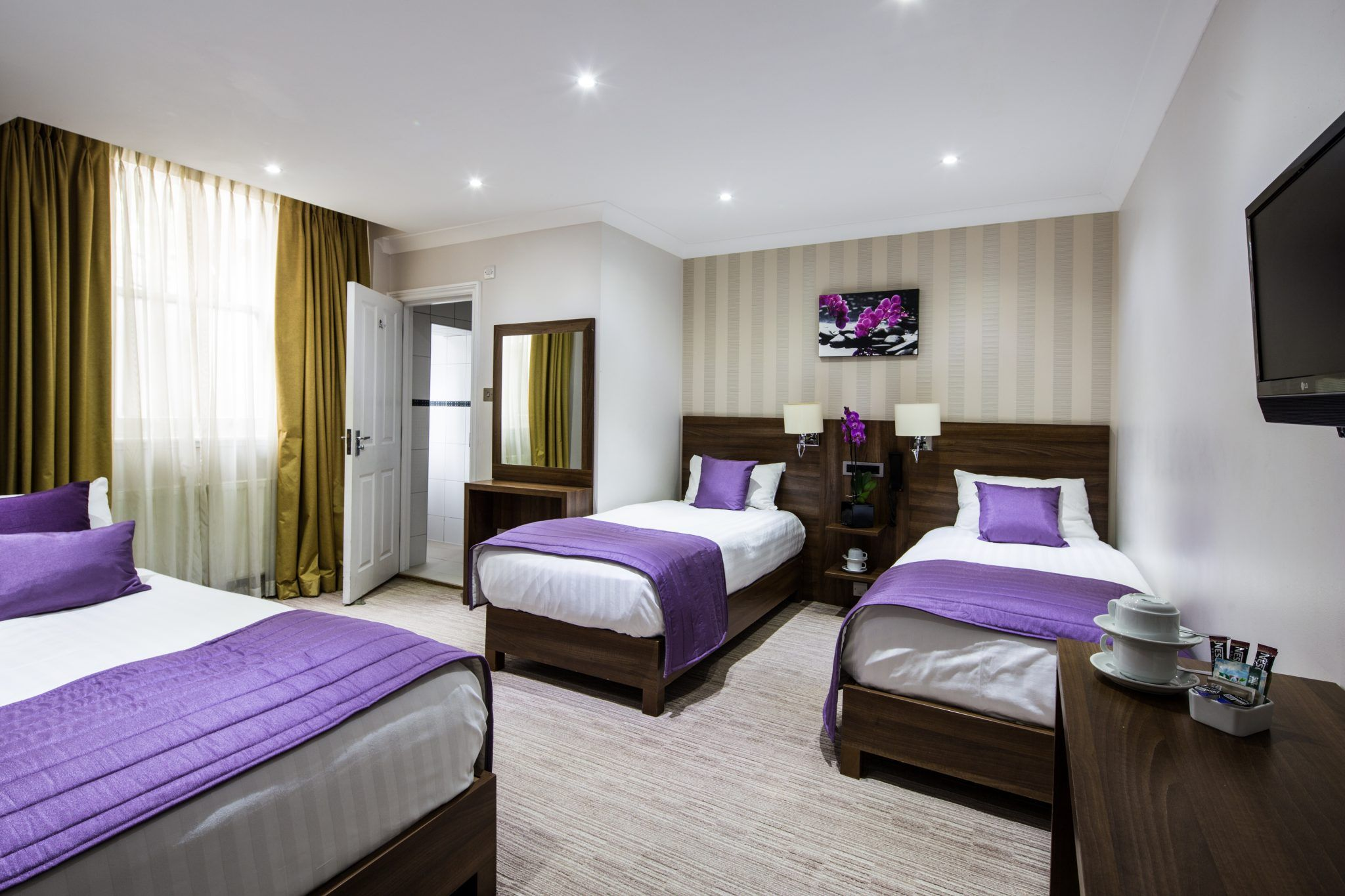 Living Room Vs Family Room What Is The Difference Family Room London House Hotel Room