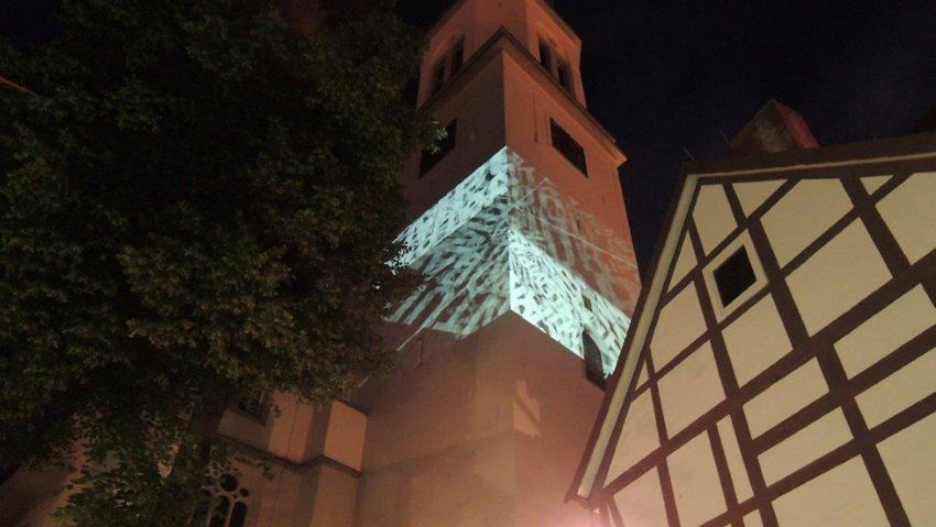 Helles in Celle: Hartung Trenz projiziert sein Werk auf den Turm St. Mariens – und ermöglicht dabei scheinbar einen Blick in dessen Innerstes