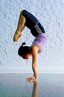 handstand scorpion  practice against wall need to