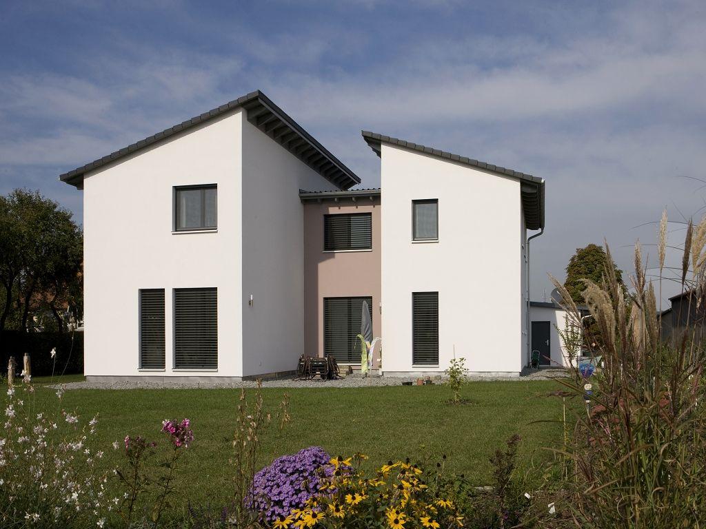 Modernes holzhaus pultdach  Einfamilienhaus modern Holzhaus versetztes Pultdach | efficiento ...