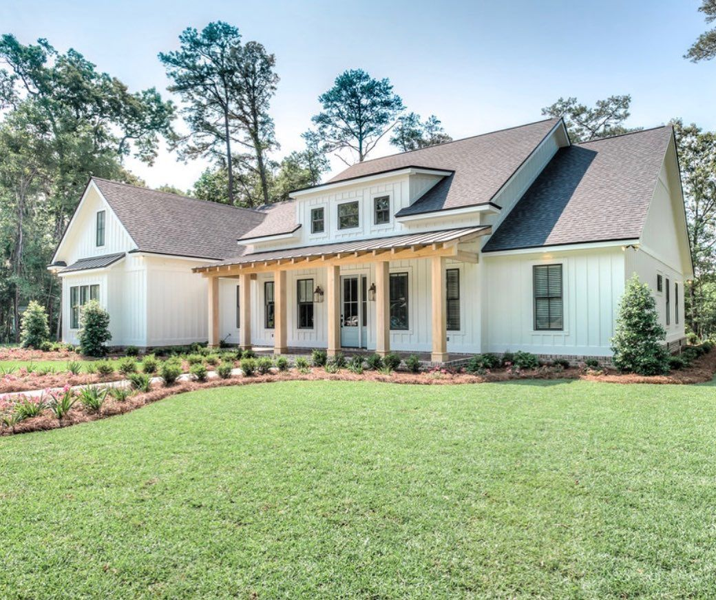 Stephanie Florida Farmhouse On Instagram This Is One Spectacular Home It Gets Me So Excited In 2020 Modern Farmhouse Porch Modern Farmhouse Plans Modern Farmhouse