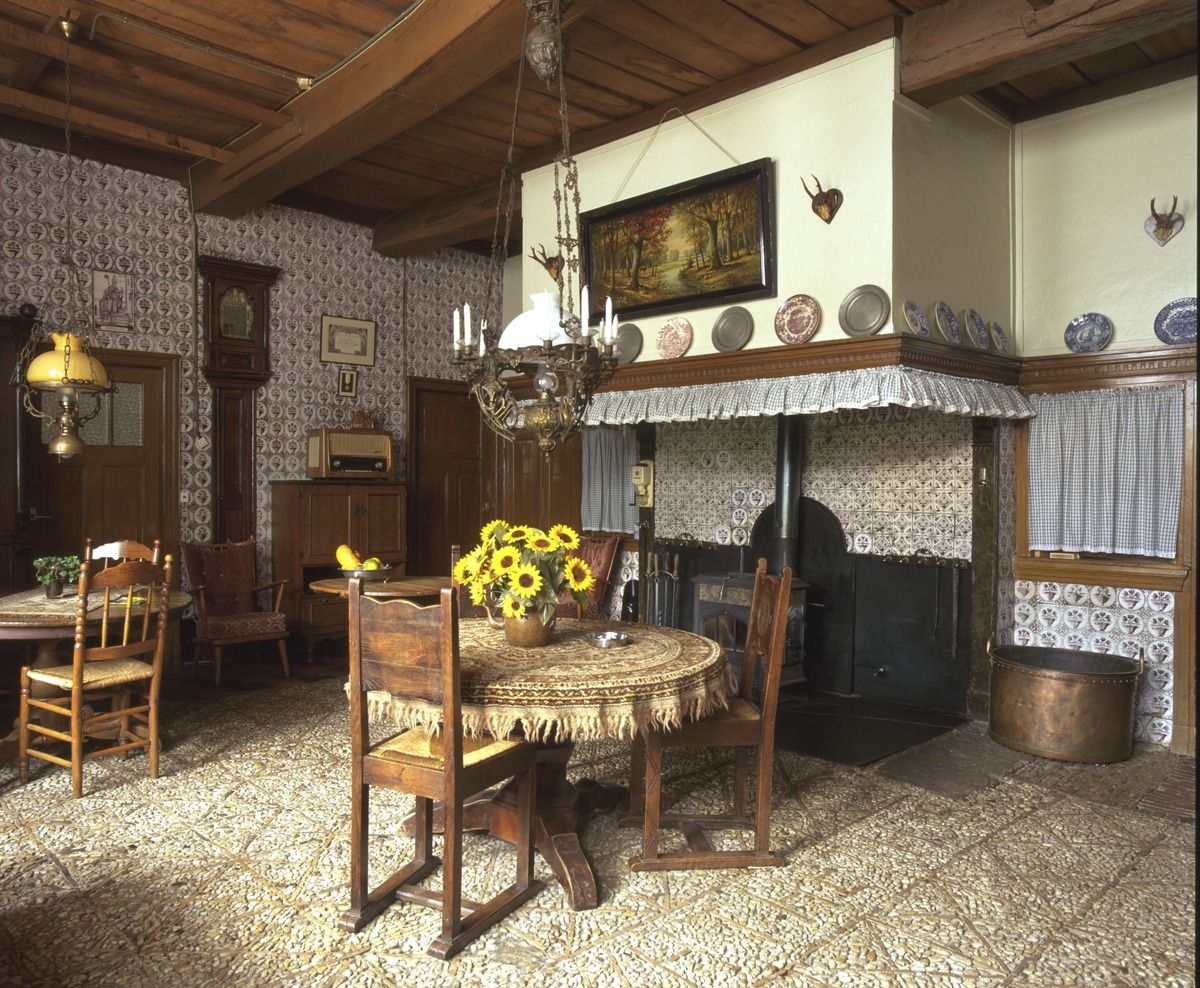 Saksische hoeve in rietmolen ingelegde kiezelvloer en for Boerderij interieur