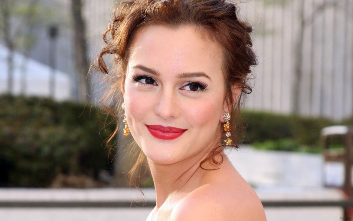 Leighton meester love this make up look hello beautiful leighton meester love this make up look baditri Gallery