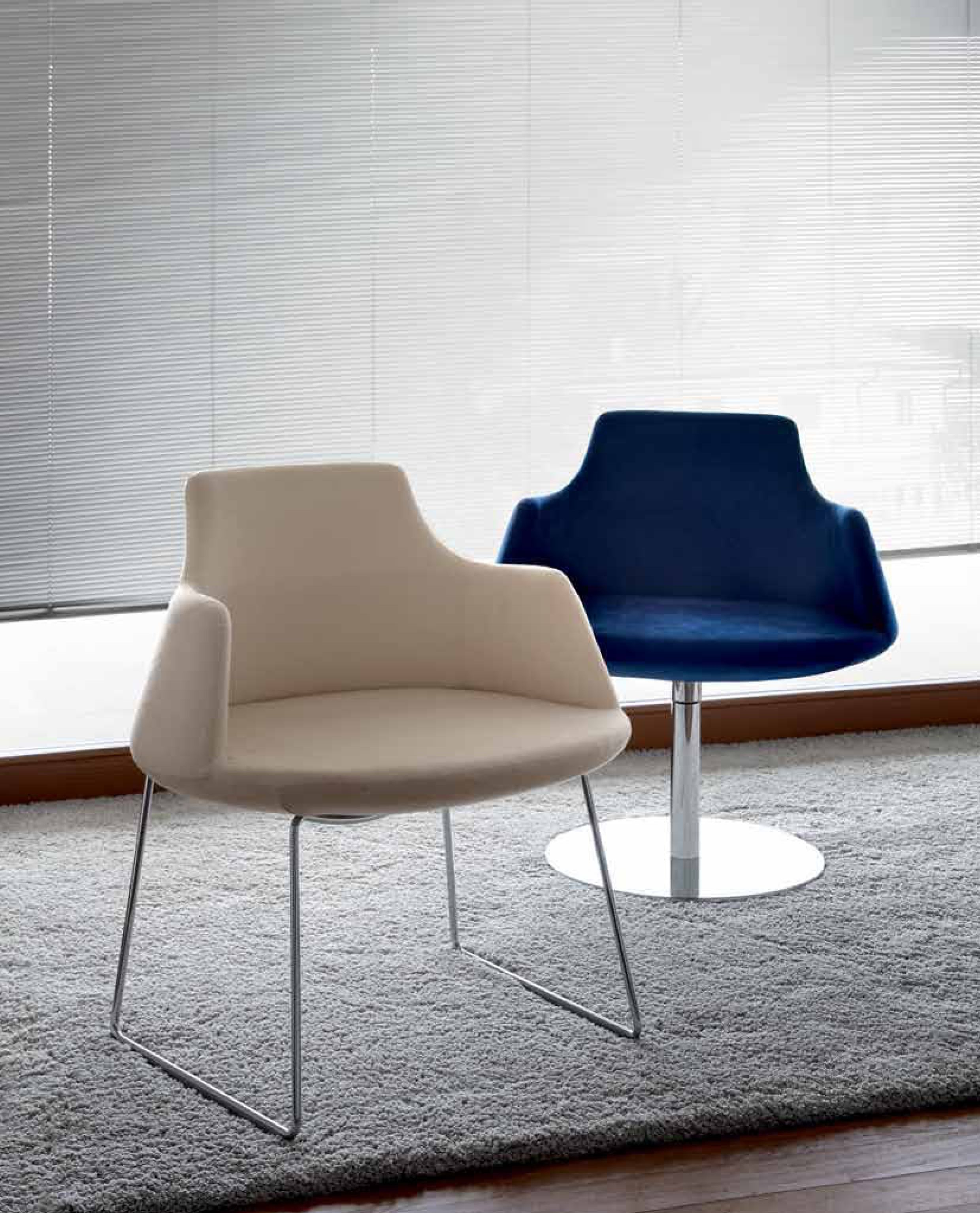 Antheia. Upholstered armchair in cream and blue with steel