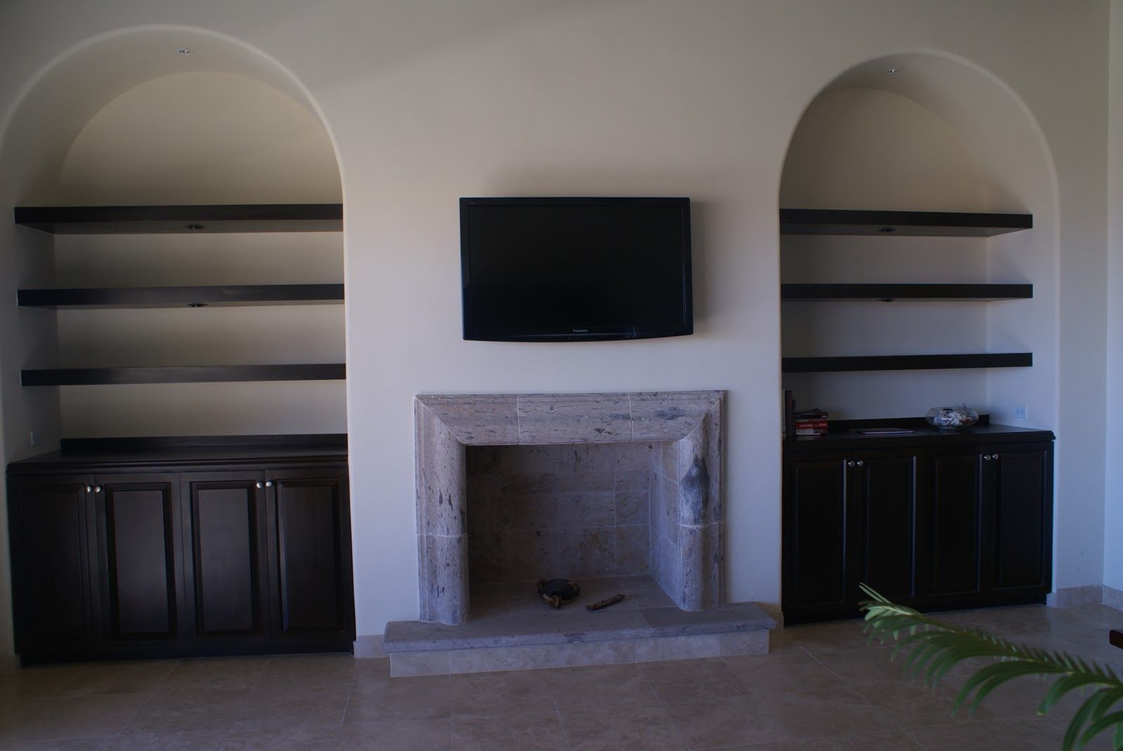 fireplace with bookshelves on each side lighting in the niches on rh pinterest com