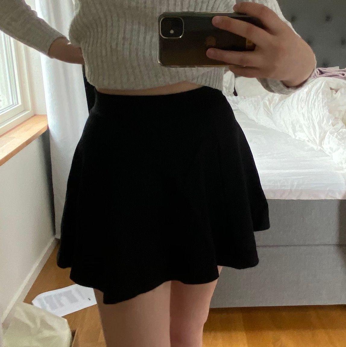 svart kjol med dragkedja