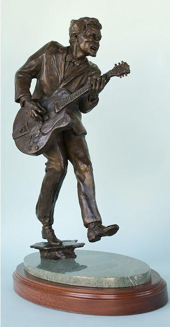 Chuck Berry Bronze Statue.   Famous musicians in bronze ...