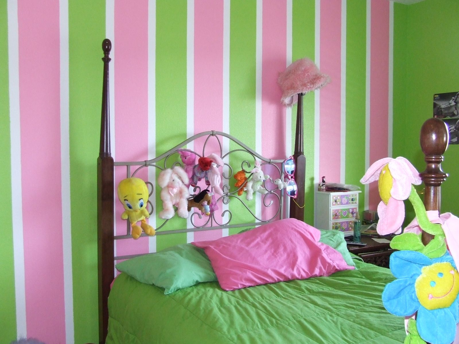 Tona Painting Job Pictures Stripes Awesome Girl Room Idea Pink Girl Room Girls Room Paint Girls Bedroom Green
