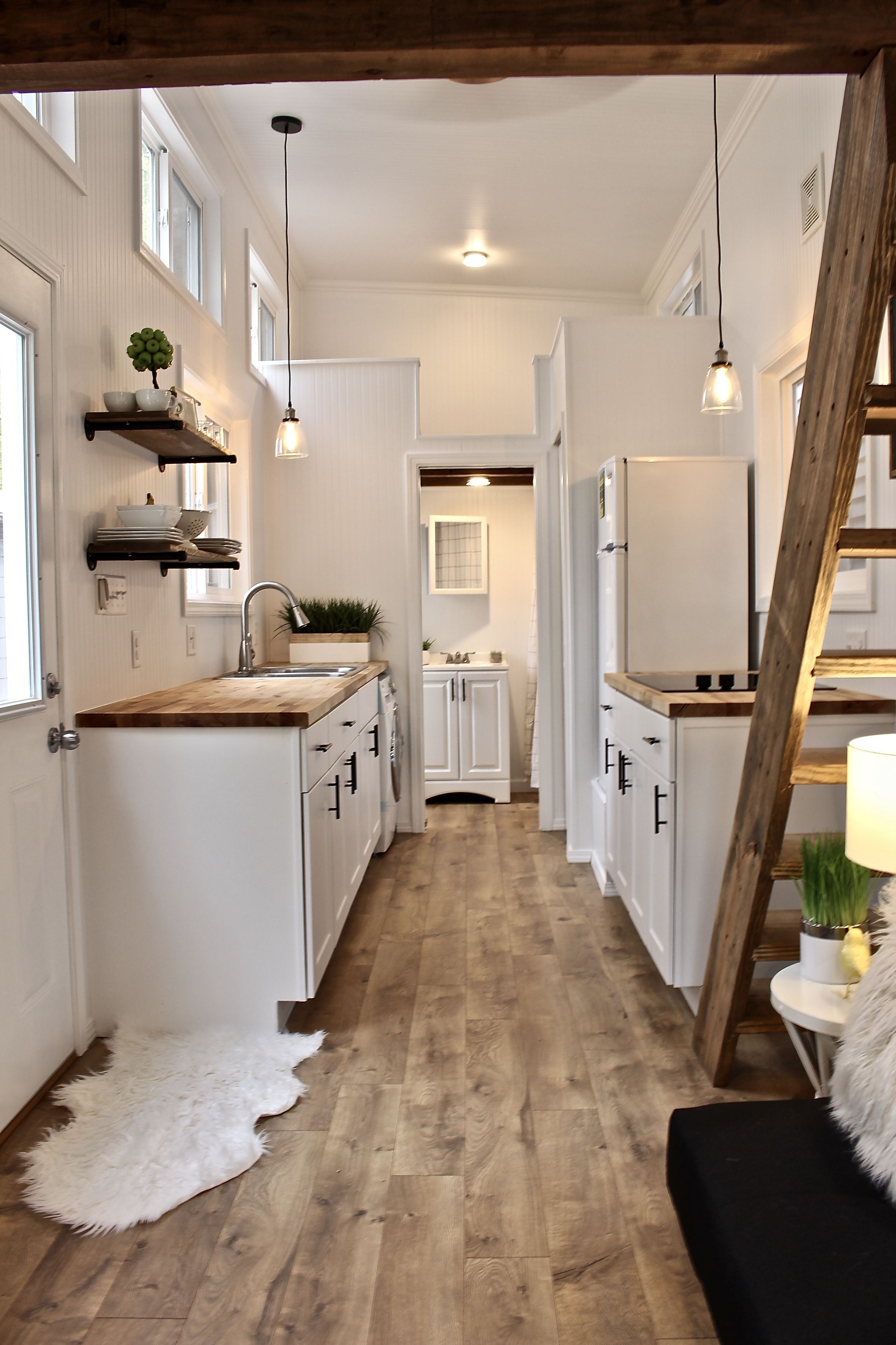 26' Chateau Shack Tiny Home on Wheels #tinyhomes