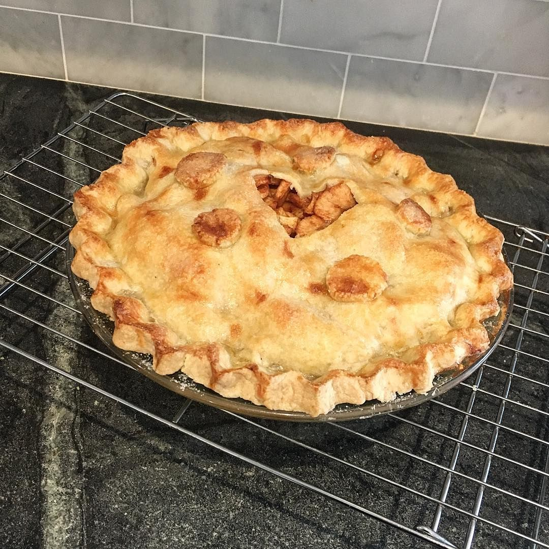 #afternoonview - and it's done! #baking #apple #pie #applepie