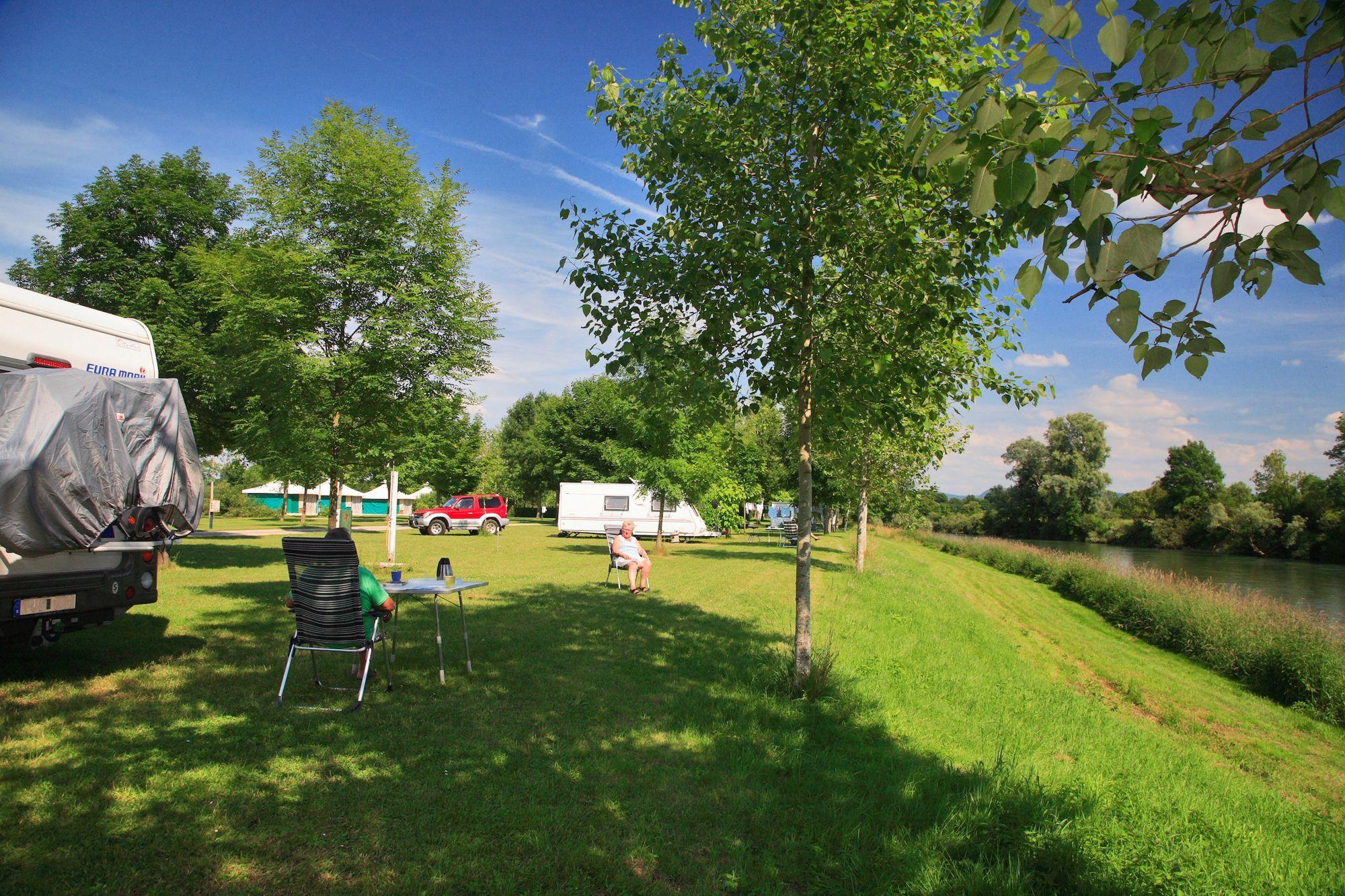 Camping De La Plage Blanche Jura - CAMPINGFRA