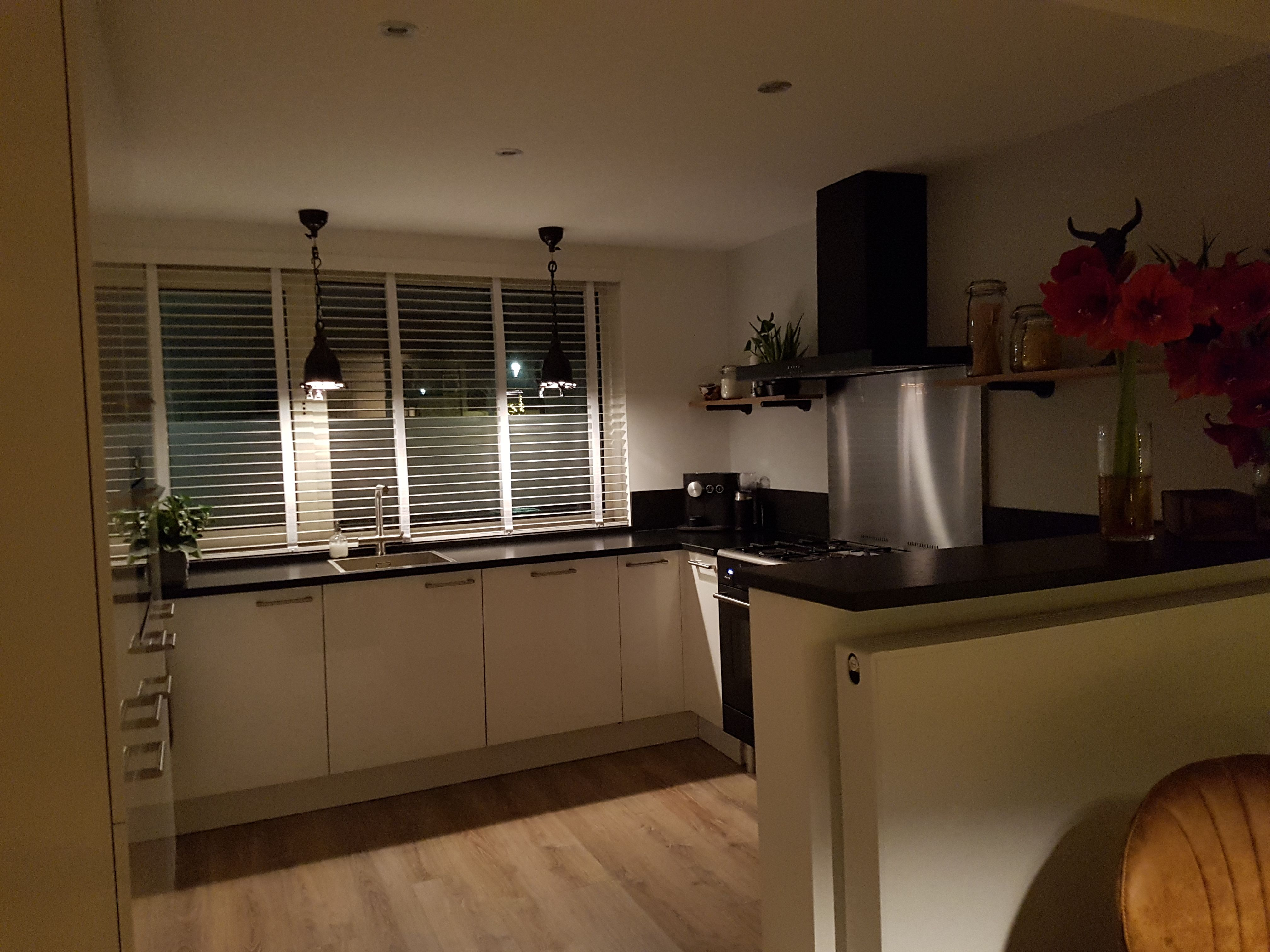 Een hele mooie combinatie een witte keuken met een whitewash