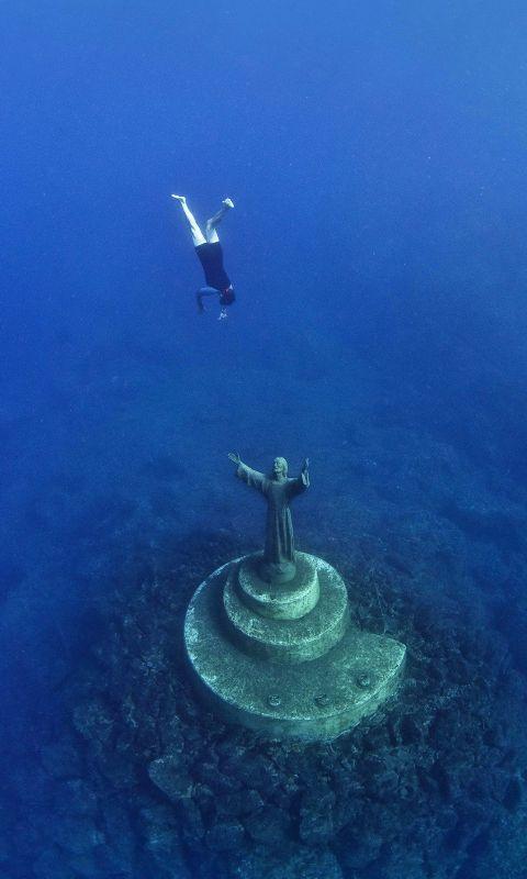 11 Hauntingly Beautiful Underwater Sites