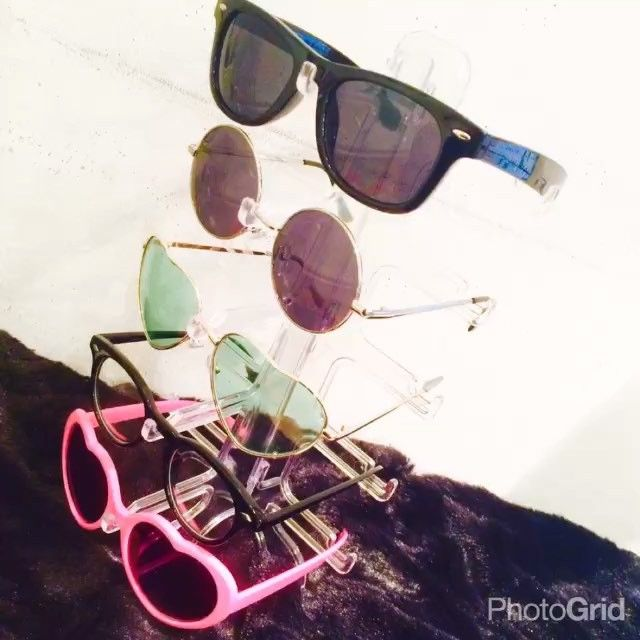 サンキューマート On Instagram 簡単組み立て式のメガネスタンドをご紹介 クリアなので間違いなくどんな部屋にもマッチします眼鏡や サングラスの収納にお困りの方は是非どうぞ もちろん全品390円 メガネスタンド どんより もちろん