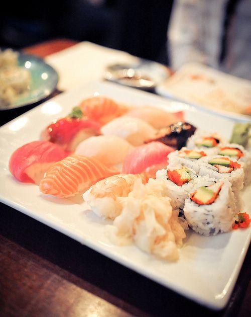 f00d-gasm:  MoMo Sushi Combo Deluxe   Flickr – Compartilhamento de fotos! on we heart it