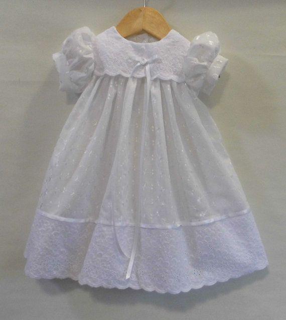 Kleid ist mit allover Öse, kombiniert mit einer Borte satin Ribbon ...