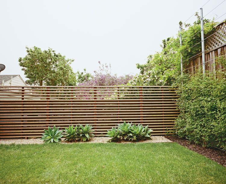 Slatted fence in san francisco garden pinterest for Paredes de madera para jardin