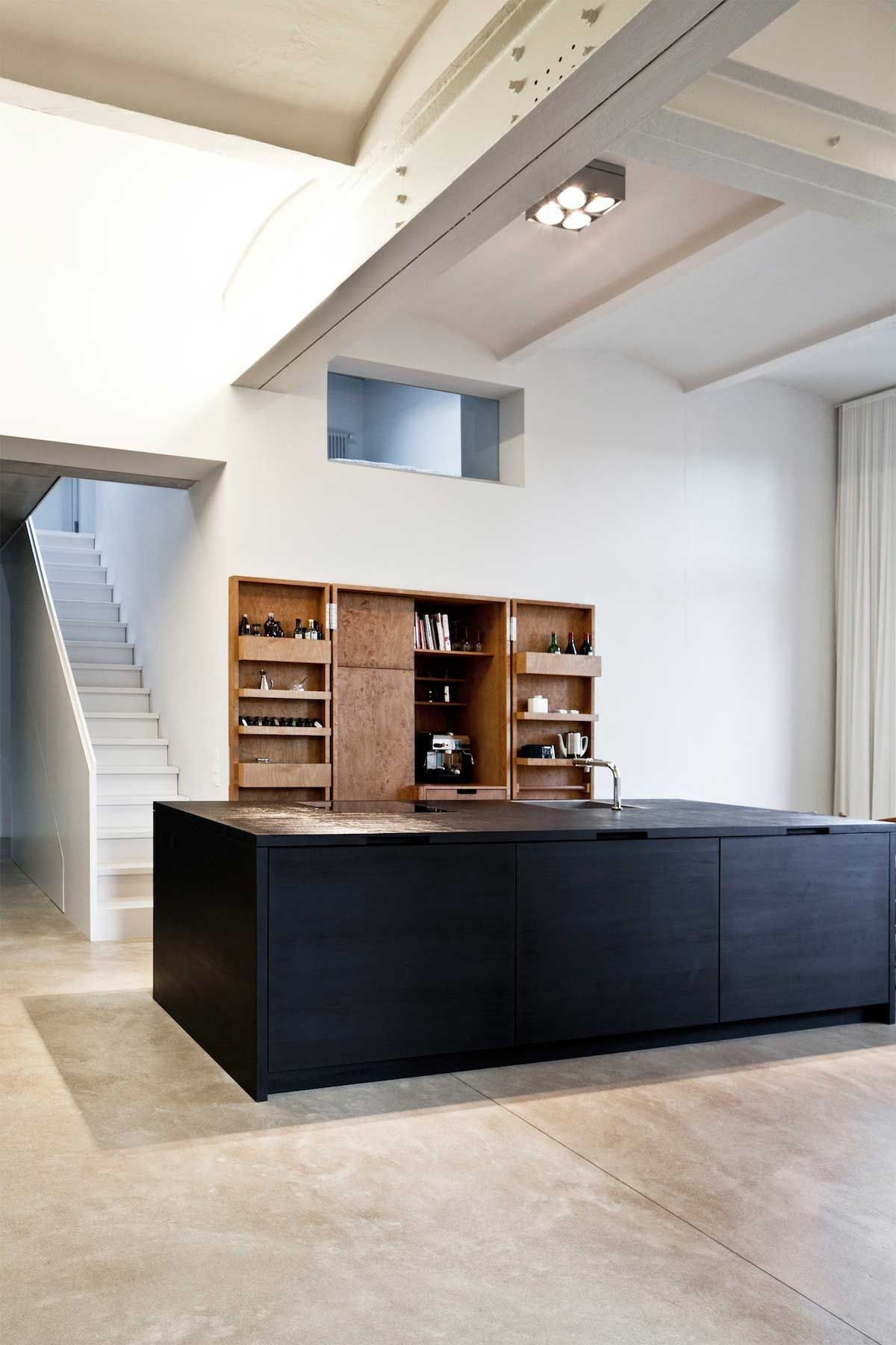 Thomas Bendel Unifies Two Buildings Into a Single Apartment. | Küche