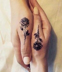 16 Tatuajes de rosas en la mano de mujer