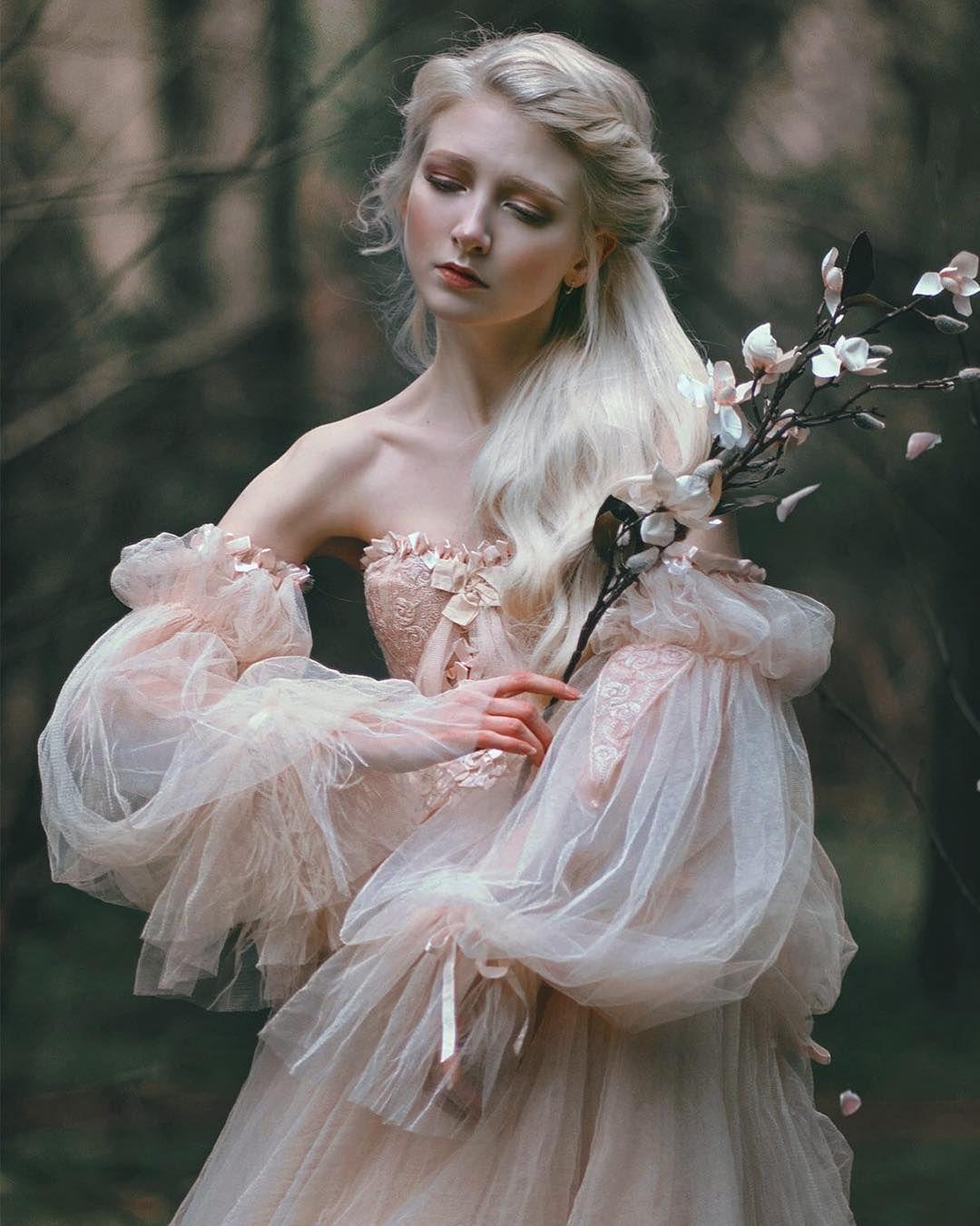 Diseñadora confecciona hermosos vestidos de novia inspirados en la década de 1910