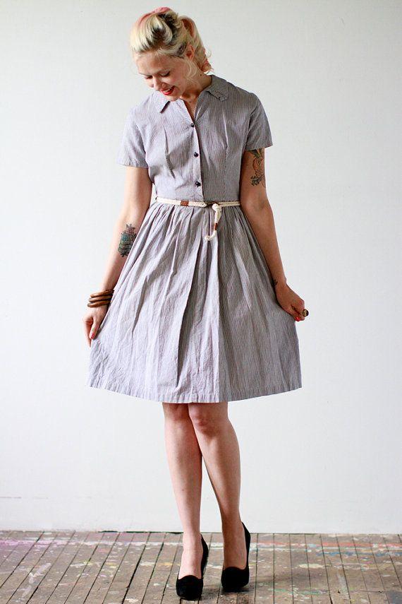 RESERVED // 1950s Dress // Grey Seersucker // por dethrosevintage