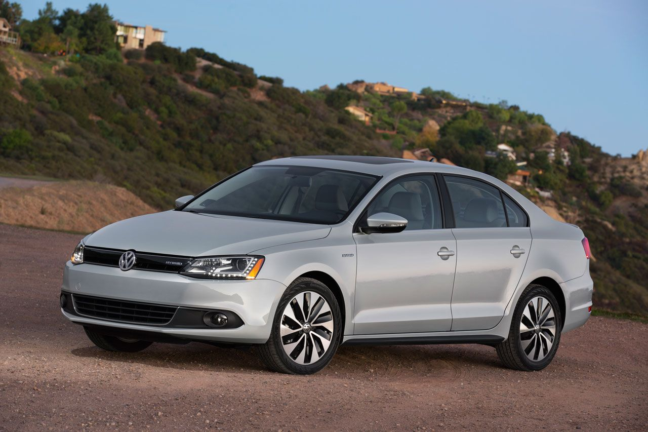 Volkswagen jetta hybrid 2013 is powered by a high tech turbo petrol engine hp and a zero emissions electric motor to deliver a fuel efficient and